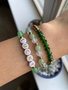 Friendship Bracelets With Beads, Friendship Bracelet Patterns, Love Bracelets, Beaded Bracelets, Handmade Jewelry, Bracelet Crafts, Jewelry Crafts, Personalized Bracelets, Bead Weaving