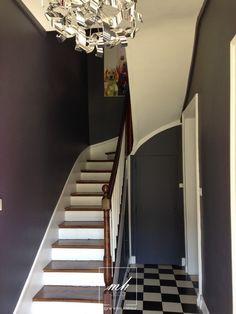 Une cage d'escalier dans une entrée par nos architectes d'intérieur de Haute-Normandie