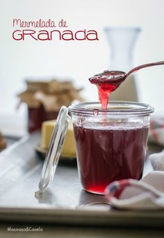 Mermelada de granada. #Pomegranate #jam.,con receta Jelly Recipes, Jam Recipes, Sweet Recipes, Pomegranate Jam, Ketchup, Sweet Cooking, Jam And Jelly, Liqueur, Sweet Sauce