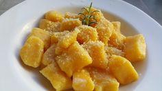 Ñoquis de calabaza! Acompaña con un buen aceite de oliva, queso rallado y listo!  Libre de gluten. Apto para celíacos.  Receta: www.smileybelly.com