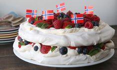 Pavlova: Idiotsikker guide til perfekt pavlova Anna Pavlova, Marshmallow, Food And Drink, Sweets, Desserts, Norway, Google Search, Tailgate Desserts, Deserts