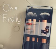 I finally decided to push this up on my priority of things to buy. The Real Techniques Core Collection Brush Set is by Samanthat Chapman of Pixiwoo (one Real Techniques Brushes, Core Collection, Brush Set, My Works, Things To Buy, Skincare, About Me Blog, Girly, Make Up