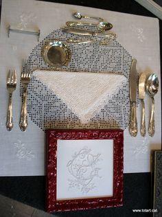 Los cubiertos y manteles  totart.cat  #mantelerias #bordados #antiguedades #enmarcar #cuadros