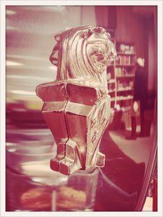 """La Marzocco … guter Kaffee seit 1927 """"ocelot, not just another bookstore"""" … gute Bücher seit 2012 #supportocelot #bookporn #bookselfie #shelfie"""
