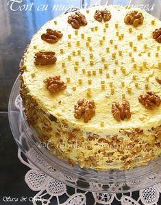 » Tort cu nuci, stafide si bezeaCulorile din Farfurie Romanian Desserts, Romanian Food, Sweets Recipes, Cake Recipes, Cooking Recipes, Delicious Desserts, Yummy Food, Homemade Sweets, Pavlova