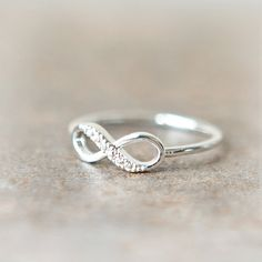 Obsessed with this infinity ring- so pretty!! Want it in a size 8 so I can wear it on my middle finger!