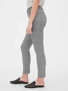 Gap Women's Plaid Curvy Skinny Ankle Pants With Secret Smoothing Pockets Glen Plaid Boy Fashion, Fashion News, Womens Fashion, Old Navy Gap, Glen Plaid, Gap Women, Ankle Pants, Welt Pocket, Plaid Pattern