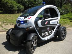 Exceptionnel Renault Twizy In Police Colors Is Going To Cross Paris.