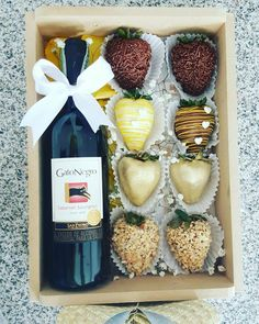 Homemade Gift Baskets, Candy Gift Baskets, Best Gift Baskets, Chocolate Diy, Chocolate Dipped Strawberries, Valentine Chocolate, Edible Arrangements Mothers Day, Strawberry Box, Valentine Desserts
