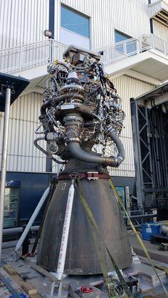 falcon heavy raptor engine - Google Search Rocket Engine, Jet Engine, Falcon Heavy, Football Helmets, Engineering, Razzi, Rockets, Google Search, Inspiration