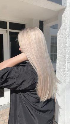 White Blonde Hair, Blonde Hair Shades, Dyed Blonde Hair, Blonde Hair Looks, Blonde Hair With Highlights, Hair Color Balayage, Light Blonde Hair, Brown Balayage, Color Highlights