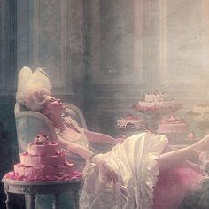 Kirsten Dunst en la película María Antonieta (2006, dirigida por Sofía Coppola) -gif-.