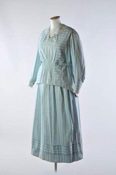 Seaside walking dress, 1916-20. Source