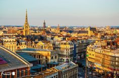 It's the first stage in France, and here we are in Lille, a chance for everyone to visit this beautiful city. Lille is the largest city in Northern France. It is famous for student life and the numerous universities the city hosts.