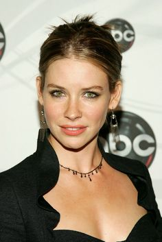 Evangeline attends the ABC Upfront presentation at Lincoln Center on May 2007 in New York City. - ABC Upfront Presentation✨ 📸 credit to the Evan Agostini/ Getty Images Entertainment — Most Beautiful Faces, Beautiful Girl Image, Beautiful Celebrities, Beautiful Actresses, Beautiful Women, Nicole Evangeline Lilly, Sienna Guillory, Hollywood, Canadian Actresses