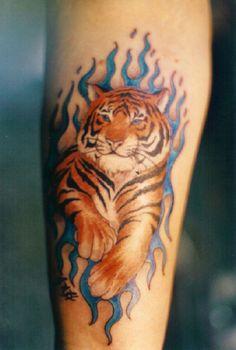 44045b301038d tattoos for women on wrist #Tattoosforwomen Tiger Tattoo Design, Mens Tiger  Tattoo, Tiger