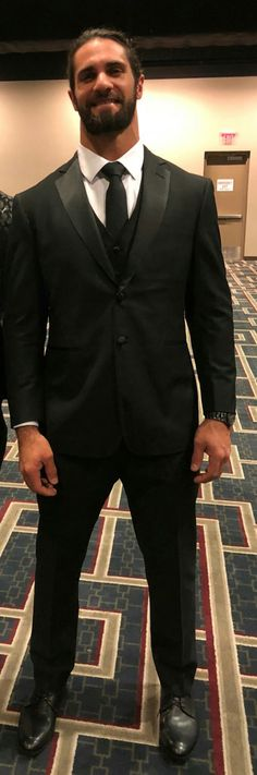 He is sooooooooo hot! Wwe Seth Rollins, Seth Freakin Rollins, Roman Reigns Dean Ambrose, Wwe Total Divas, The Shield Wwe, Best Wrestlers, Burn It Down, Dolph Ziggler, Adorable Pictures