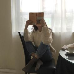 Image about girl in poses for pictures by _xnava Korean Aesthetic, Book Aesthetic, Aesthetic Girl, Aesthetic Pictures, Beige Aesthetic, Lila Baby, Girl Reading, Insta Photo Ideas, Girl Photography Poses