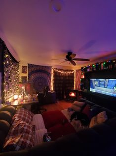 I hope my living room in my apartment is Cozy Worthy! Chill Room, Cozy Room, Hangout Room, Neon Room, Appartement Design, Grunge Room, Grunge Decor, Cute Room Decor, Aesthetic Room Decor