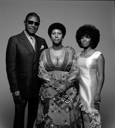 Portrait of singer Aretha Franklin with her father C. Franklin and sister, fellow singer Carolyn. New York, Aretha's father was a Baptist preacher in Detroit, and the gospel singing she heard in his church was her musical foundation. Music Icon, Soul Music, Indie Music, Reggae Music, Detroit Michigan, Black Power, Divas Pop, Tennessee, André Kertesz