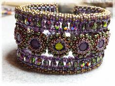 Silkes bead design: no small thing - il Braccialetto della Marchesa - Manek Lady Marchesa, Beaded Cuff Bracelet, Beaded Jewelry, Seed Bead Jewelry Tutorials, Bracelet Patterns, Lady, Seed Beads, Free Pattern, Beading Ideas
