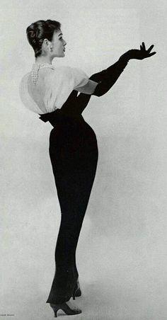 Retro Fashion 1956 Jacques Fath More - Vintage Vogue, Vintage Glamour, Vintage Beauty, Jacques Fath, Hollywood Glamour, Old Hollywood, Vintage Dresses, Vintage Outfits, 1950s Dresses