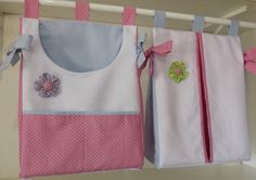 Conjunto porta fralda e porta trecos (ou roupa suja).  Feito em Piquê e tricoline 100% algodão.  Pode ser feito na cor desejada.  Tamanho 40x30cm R$ 95,00