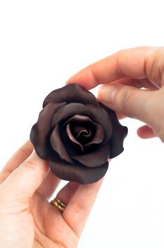 Modeling Chocolate Roses...even though I've hated working with chocolate so far...I've made chocolate leaves, I bet I could do this