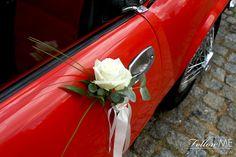 Slubna dekoracja samochodu / Eleganckie białe dekoracje ślubne od FollowMe DESIGN / Wedding Car Decorations / Elegant White Wedding Decorations & Details by FollowMe DESIGN