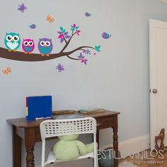 Simpatiquísimas lechuzas descansan en su rama, una linda decoración de estilovinilos, para las nenas más románticas. Indicá otros colores en los comentarios de abajo.