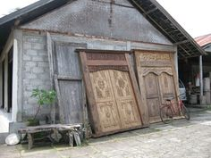 This will be my last post on Bali but the design impressions that I gained there will definitely continue to shine through in my design choi. Balinese Garden, Balinese Decor, Door Design, Exterior Design, Interior And Exterior, Indonesian Decor, First Home Owners, Bali Architecture, Bali Shopping