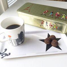 Mukavaa lauantaita   Happy Saturday  #Loppiainen #epiphany  Joulun viimeiset suklaat / the last #christmaschocolate #cemoichocolate #tryffelit #truffelchocolate #kahvi #kahvihetki #kaffepause #cafe #caffe #kaffee #muki #marimekko #siirtolapuutarha #tarjotin #tray #maudesignfinland #mustavalkoista #koivujatähti #nelkytplusblogit #åblogit #tuulaslife #athome #bloggaaja