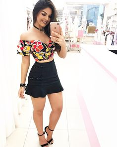 Looking cute wearing beautiful off-shoulder colorful printed top with deep neck and mini skirt Kids Outfits Girls, Girly Outfits, Short Outfits, Summer Outfits, Cute Outfits, Urban Fashion, Girl Fashion, Fashion Looks, Fashion Outfits