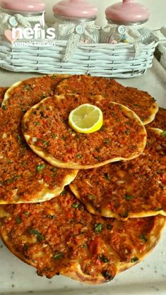 Fırında Lahmacun Nefis Yemek Tarifleri Ayten Yiğit – Sandviç tarifi – Las recetas más prácticas y fáciles Yummy Recipes, Meat Recipes, Yummy Food, Healthy Recipes, Turkish Recipes, Asian Recipes, Mexican Food Recipes, Ethnic Recipes, Snacks Für Party