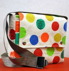Carry Hers By Natalie: Sew-vivor, Up-cycle Plastic Bag Tote Plastic Bag Crafts, Recycled Plastic Bags, Recycled Crafts, Diy Crafts, Fused Plastic, Plastic Spoons, Emmaline Bags, Plastic Shopping Bags, Grocery Bags