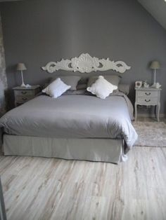 Chambre adulte Gris Romantique - aplique instead of headboard? Guest Bedroom Decor, Home Bedroom, Decoration Bedroom, Guest Rooms, Master Bedroom, Bedrooms, Home Office Chairs, Trendy Home, Bars For Home
