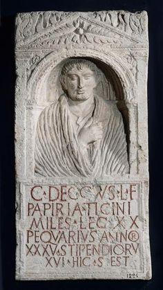 Stèle funéraire de légionnaire.Musée archéologie nationale