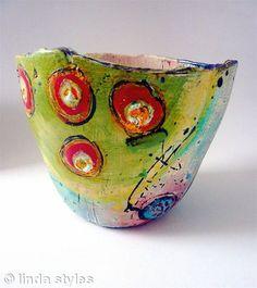 Medium Pot 2010 by Linda Styles