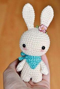 Cómo hacer un conejo de amigurumi Patron gratis castellano. Tamaño ideal para mi blythe