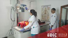 Estudiantes de Tecnología Radiológica practican en uno de los laboratorios del recinto.  ¿Quisieras aprender más sobre esta profesión?Déjanos tus datos aquí:  http://estudia.ediccollege.edu/solicitud_informacion