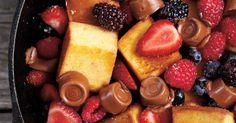 Poêlée de gâteau, petits fruits et chocolat fondant