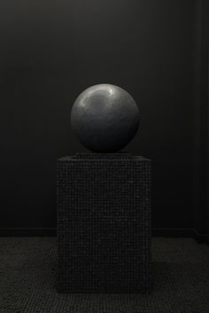 JONATHAN BERGER - Untitled (Globe), 2016 / putty, charcoal / 72 x 32 x 32 inches
