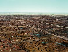 Andreas Gursky is a German Photographer known for his large format architecture and landscape color photographs . Visually, Gursky is d. Andreas Gursky, Andy Warhol, Landscape Photography Tips, Art Photography, Contemporary Photography, Pop Art, Margaret Bourke White, Ansel Adams, Architecture
