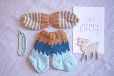 NO HOME WITHOUT YOU » KNITTED BABY SIZE WOOL SOCKS + MITTENS