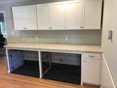 Newest Totally Free 26 Superb Dog Kennel Kitchen Island Dog Kennel Water Dish Concepts The utilization of a dog kennel happens to be an important place of argument in the dog's perspect Mudroom Laundry Room, Laundry Room Design, Dog Room Design, Kitchen Design, Animal Room, Cabinet Joint, Diy Dog Kennel, Dog Kennels, Kennel Ideas