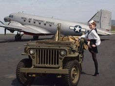 A Jeep, a Pin up and an Airplane. all on the same pic! Jeep Willys, Cj Jeep, Jeep 4x4, Jeep Truck, Jeep Wrangler, Jeep Wave, Military Jeep, Military Vehicles, Pin Up Girls