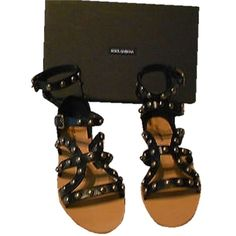 Pre-owned Dolce&gabbana Studded Leather Gladiator Size40 (9.5m Us)... ($270) ❤ liked on Polyvore featuring shoes, sandals, black, ankle strap sandals, black leather flats, gladiator sandals shoes, black strappy sandals and black strap sandals