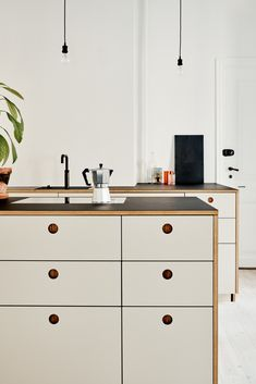 Sigurd Larsen kitchen design in aluminium with a countertop in steel It's an IKEA hack The post Inspiration: Lykkesholms Allé in Frederiksberg, Copenhagen appeared first on Best Pins for Yours - Kitchen Decoration Interior Design Kitchen, Kitchen Decor, Ikea Kitchen Design, Kitchen Ideas, Minimalist Kitchen Interiors, Classical Kitchen, Magazine Deco, Cocinas Kitchen, Cuisines Design
