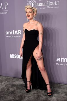 Fearless in her GEORGES HOBEIKA Gown, Halsey attends the 2018 amfAR New York gala wearing a black strapless dress with a high slit from the Ready-To-Wear Spring Summer 2018 collection #GEORGESHOBEIKA #Readytowear #springsummer #amfar #gala #Newyork #Halsey