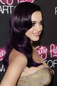 Love this color! This site has so many Katy Perry hair changes!!